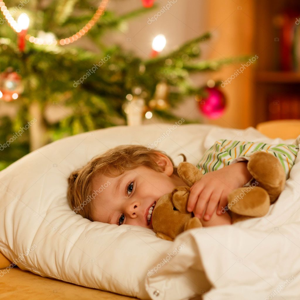 depositphotos_125855714-stock-photo-little-cute-blond-child-sleeping